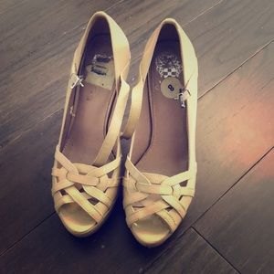 Tan pumps shoes
